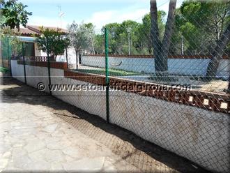 Aquesta setmana www.setoartificialgirona.com , es va desplaçar a una població costanera de la Costa Brava per a procedir a realitzar l'obra d'una tanca en una finca privada d'una urbanització pròxima a una de les millors platges de la zona.